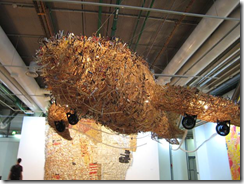 Bon Voyage - CAI Guo-Qiang - 1000 objects collected in airports - a flying air whale